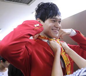 高清:中国奥运代表团礼服亮相 孙杨陈一冰试装