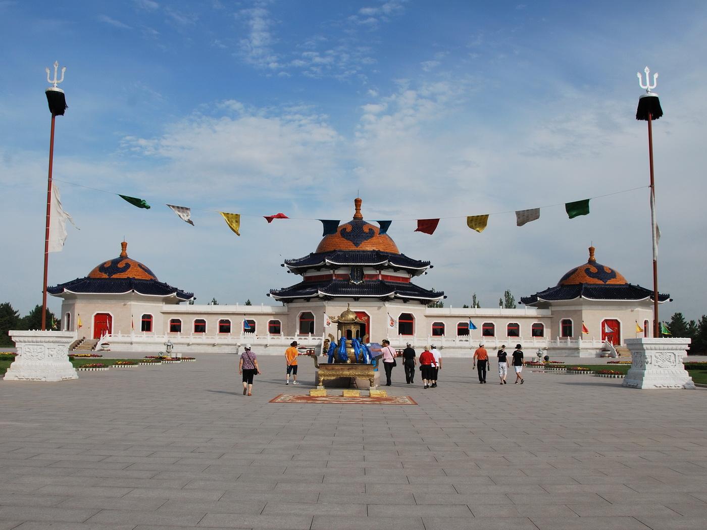 内蒙古 --- 成吉思汗陵 - 海阔山遥 - .
