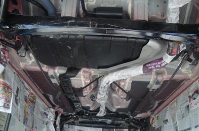 浅析汽车底盘系统保养与损坏急救方法