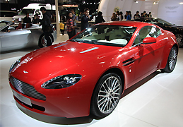 极速飞驰的红色魅影 阿斯顿马丁V8 Vantage_腾讯车周刊_腾讯汽车