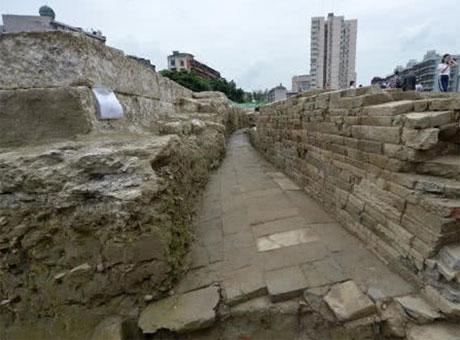 成都新发现一段古城墙:左手唐代 右手清代