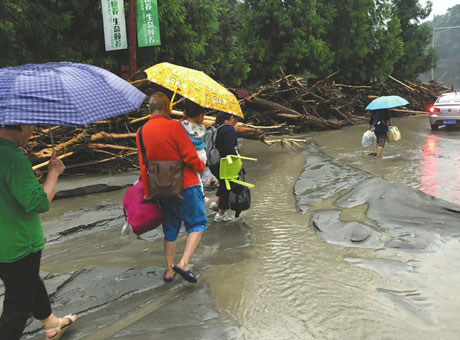 汶川泥石流撤离故事:一壶救命开水 一辆转运专车