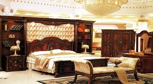 1、该款床主体材质为中密度板,中密度板内部结构匀称、力学性能好,其甲醛含量达到国际E1级标准;采用国内知名品牌大宝、树熊钢琴烤漆,环保型PU底漆和PE面漆经过多次喷涂,具有手感细腻,透明度高,耐黄变等特性;床边四根立柱显示着幽雅和浪漫,并富有欧美的现代感,让你体味它的舒适、温馨与自在。