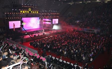 万达广场巅峰之夜群星演唱会唱响丹东