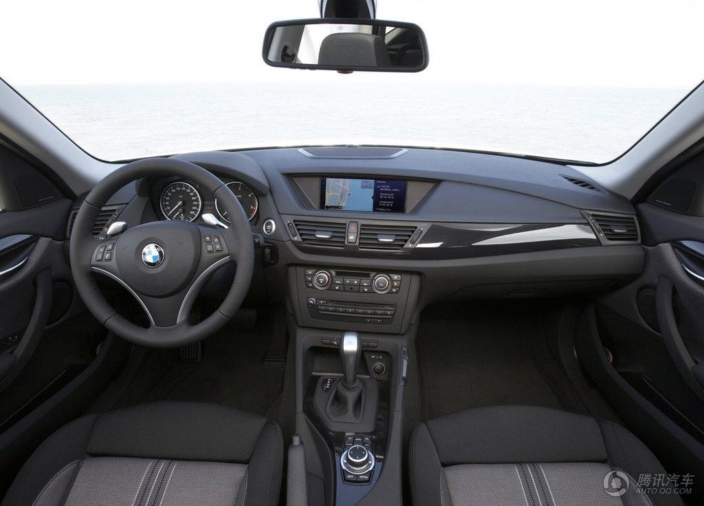 内饰上,x1的内饰整体风格仍保持现款宝马车型的特点,中控台,仪表盘