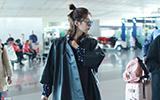 江疏影在机场公开挠痒?