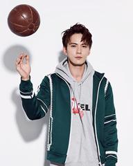 徐正溪玩转篮球演绎运动风