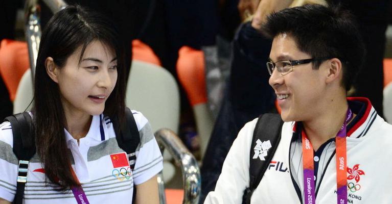 2012年7月29日。郭晶晶、霍启刚携手观战伦敦奥运女子双人三米板决赛。