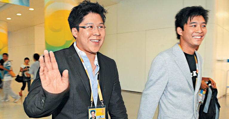 2008年8月17日,霍启山、霍启刚来到水立方观看北京奥运会郭晶晶女子3米板跳水比赛。在比赛中霍启刚和霍启山兄弟俩看到郭晶晶的精彩表现,不禁起身鼓掌鼓掌。