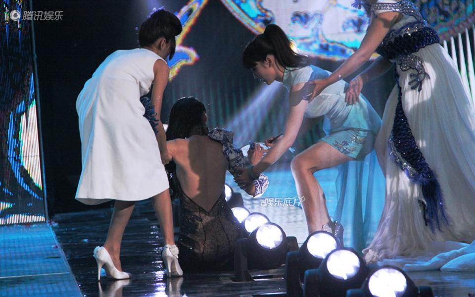 《娱乐底片》第27期:女明星的尴尬意外_巩新亮