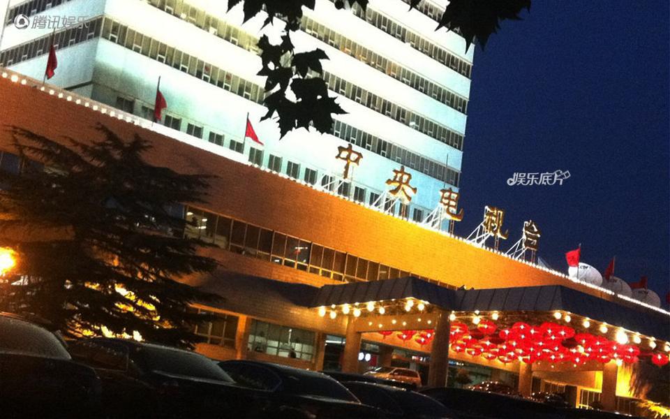 《娱乐底片》29期:这里,春晚的另一个舞台_演播楼的大门