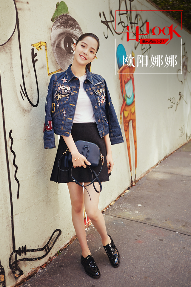 一日一LOOK 欧阳娜娜的童趣牛仔巧搭小短裙俏动早秋
