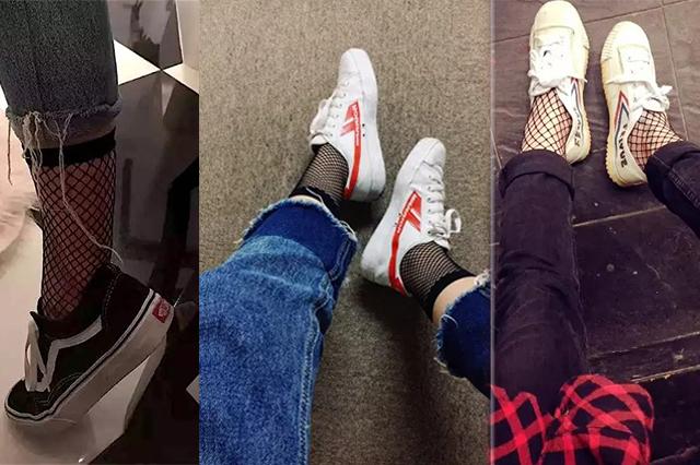 网袜搭配帆布鞋的流行穿法