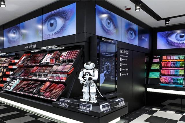 巴黎丝芙兰门店,已经开始了小型机器人尝试