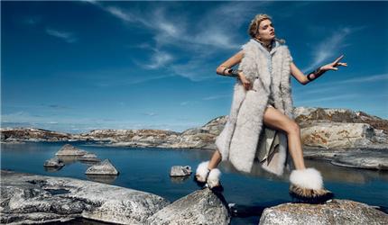 冬天,很多人是以「怎么穿得保暖」为首要诉求的,但我不是。我笃信冬天不怕冷、夏天不怕热,个人时尚事业就能向前推进一大步。