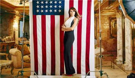 在美国总统就职舞会上,新任美国总统唐纳德・特朗普与第一夫人梅拉妮娅跳起了第一支舞,伴奏音乐是弗兰克・辛纳屈的歌曲《My Way》。