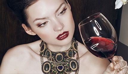 从酒庄出来的时候,舌头还在被绵长的单宁俘虏,鼻腔中也还弥漫着果香。不过视野却无限通透。