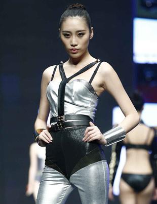 参赛选手个性系列内衣展示