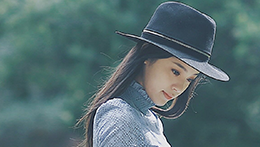 一日一look 乖乖女也帅气 娜比梦幻长裙搭配黑色礼帽演绎纯真与酷帅的完美结合!