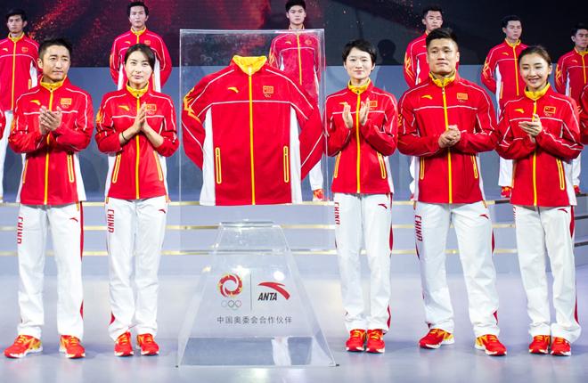 在她看来,奥运冠军服不仅要追求舒适,更要体现中国本身的精神的风貌图片