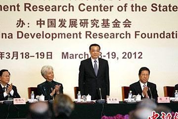 李克强:经济长期向好 立足扩大内需