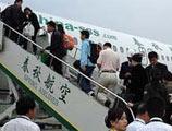 春秋航空航班延误 40余位乘客要赔偿拒登机