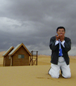 刘晓光在沙漠里