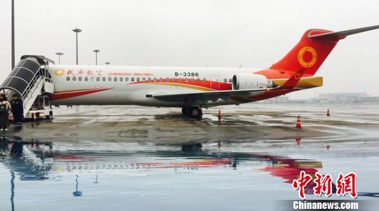arj21是支线客机是中国按照国际标准研制的具有自主知识产权的飞机