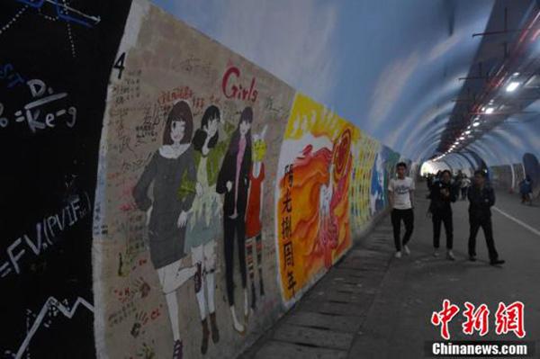 """厦门大学1455米隧道两侧充大满创意涂鸦,获封""""最文艺"""""""
