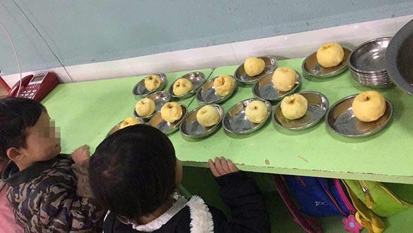 四川宜宾一幼儿园被指拿发霉苹果当孩子点心,教育局正