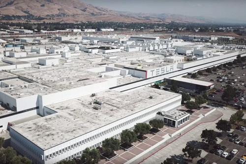特斯拉加州工厂周日发生火灾 车身生产线暂停数小时