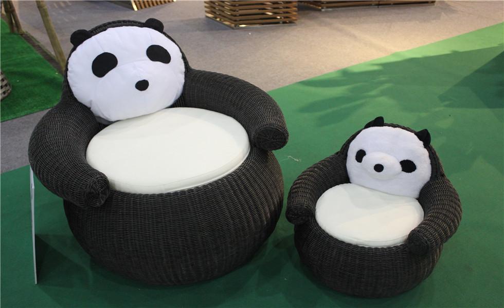 动物造型的藤椅搭配软软的熊猫坐垫
