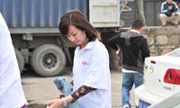 腾讯员工志愿者在装车现场