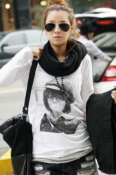 修身针织衫+A型或铅笔半裙