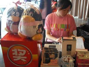 移动提供了丰富的奖品,还有可爱的QQ公仔,全部是送给到场的用户的礼品.