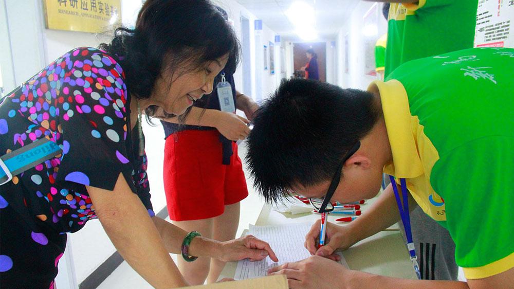 网友签到,虽然天降小雨,网友们学习的热情依然很高涨。