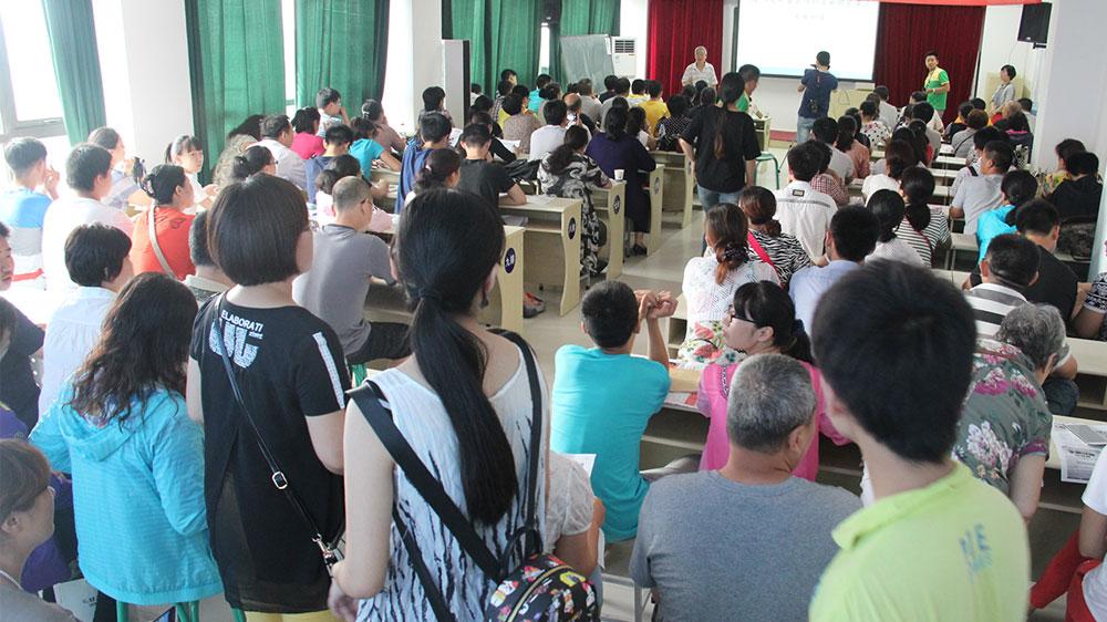 讲座过程中,依然有不少网友慕名来听路应杰老师的讲座。