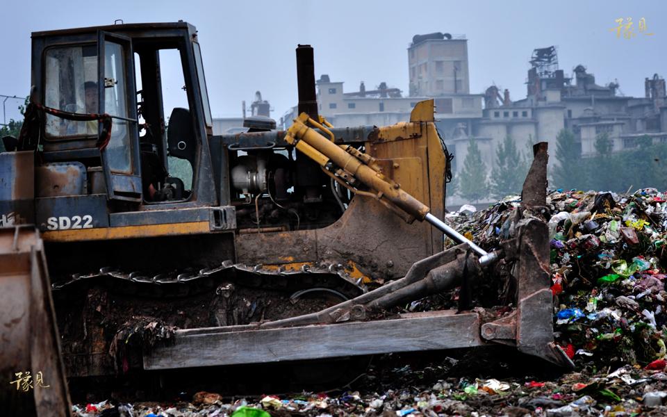 豫见第七期:垃圾堆上的童年04