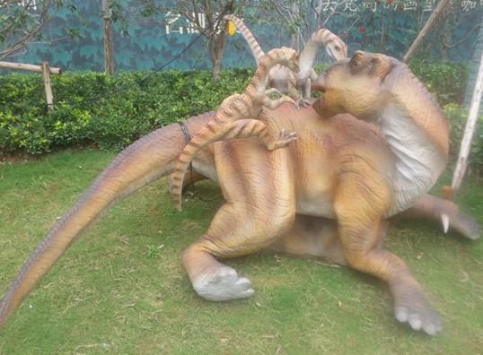 想穿越到侏罗纪公园时代,和恐龙来次零距离接触吗? 武汉首个侏罗纪恐龙主题公园展,9月12日至9月22日在名湖豪庭园林展示区隆重举行。一条条活生生的恐龙就展示在你的眼前,让你仿佛回到了侏罗纪时代带给你更多的直观的视觉冲动,惊险刺激,让你流连忘返。还等什么?赶快和家人、朋友来名湖豪庭,一睹恐龙的无限风采吧。现在参与活动抢恐龙展门票吧,名额有限噢~ 【抢票时间】9月12日——9月18日下午2:00 【门票数量】10张单人票+10张家庭套票(根据报名人数随机抽取20名幸运网友获取此次活动资
