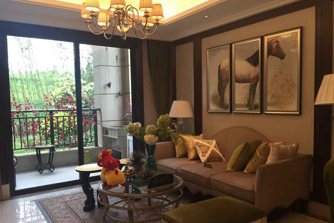 样板房客厅格调高雅,舒适度高