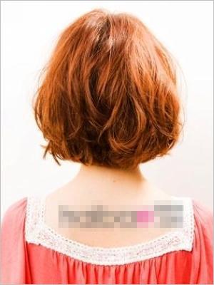 bobo卷发,洋娃娃       小贴士:将bobo头烫卷更显得灵动可爱,这种发型