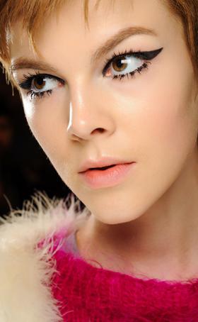 纽约时装周模特缤纷彩妆