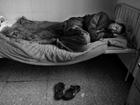 《活着》:卖血村的后艾滋生活