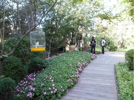 龙湖•香醍漫步北靠国家级森林公园,南依蒲河景观带,方特欢乐