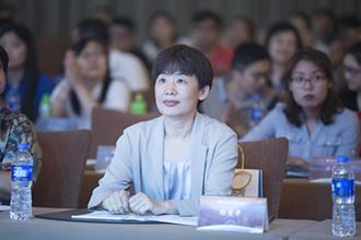 证券行业协会秘书长杨爱平