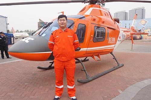 金汇通航直升机工作人员