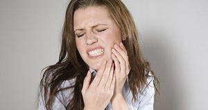【新闻课201】牙齿经常出血可能患重病?