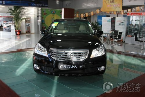 2010款 新皇冠 V6 3.0L Royal Saloon 到店实拍图